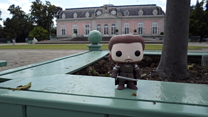 Robb Stark can make anything looking manly, even pastel pink palaces (he also loves alliteration).
